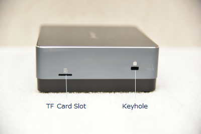 Jumper EZbox i3の側面にはTF Card SlotとKeyholeが付いている